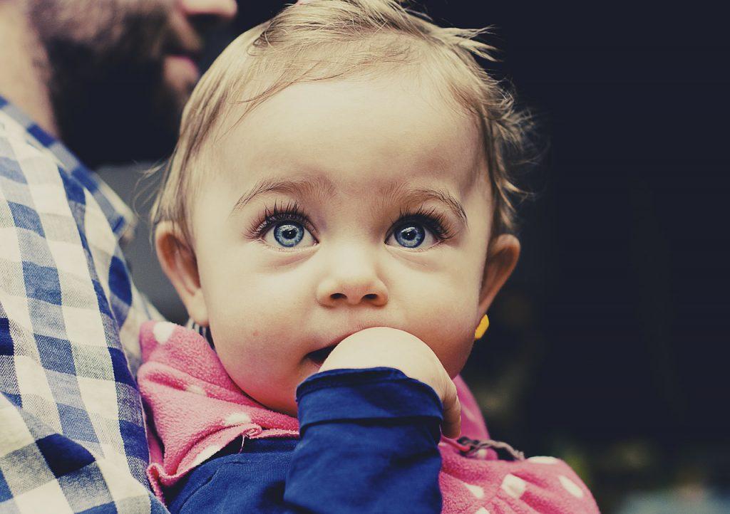 赤ちゃんへの英語教育はできるだけ早く